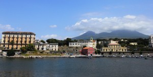 Porto del Granatello a Portici con vista di Villa d'Elboeuf