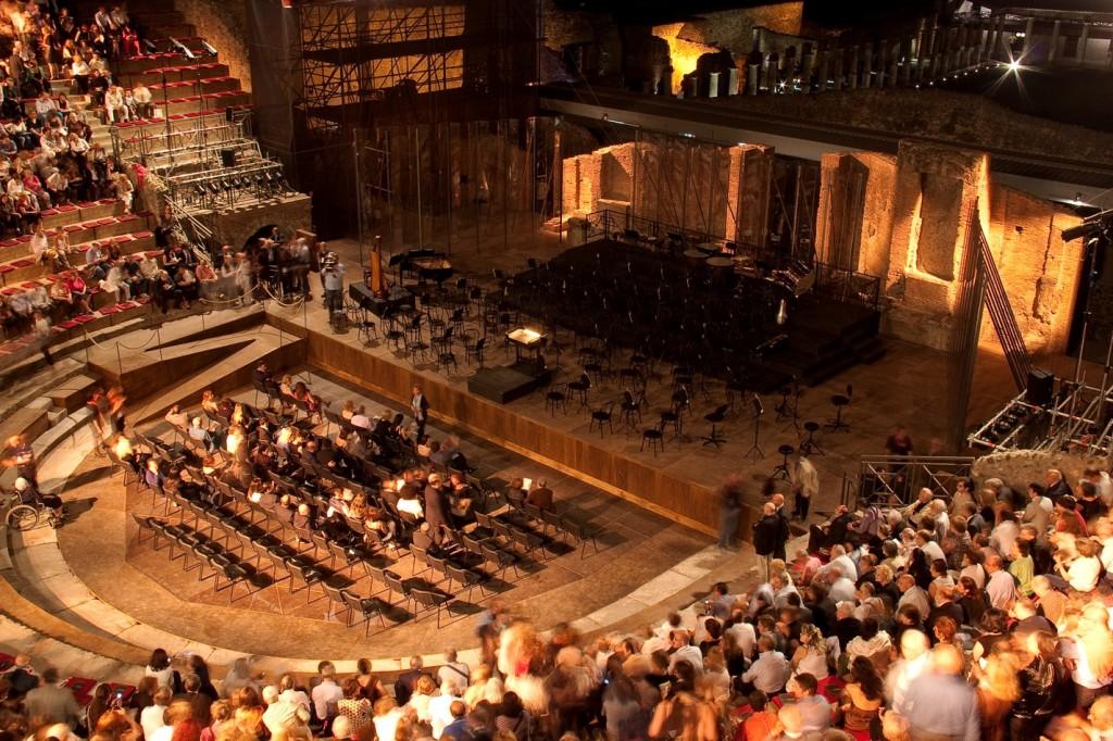 Risultati immagini per teatro grande pompei notte