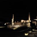 Pompei un'Emozione Notturna e La Notte di Plinio: percorsi di luce, degustazioni ed emozioni nella cornice eterna delle città sepolte.